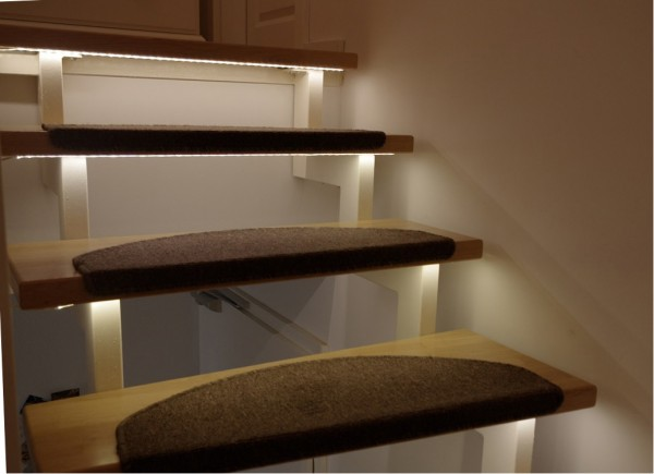 LED 12V Classic Treppenbeleuchtung mit Netzteil rot 1-15 Stufen